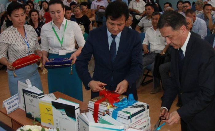 «Қазақ тіліндегі 100 жаңа оқулық» жобасы аясында аударылған кітаптар таныстырылды .