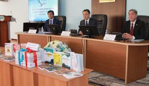 Түркістанда Қазақ тіліндегі 100 жаңа оқулық аясында аударылған кітаптар таныстырылды