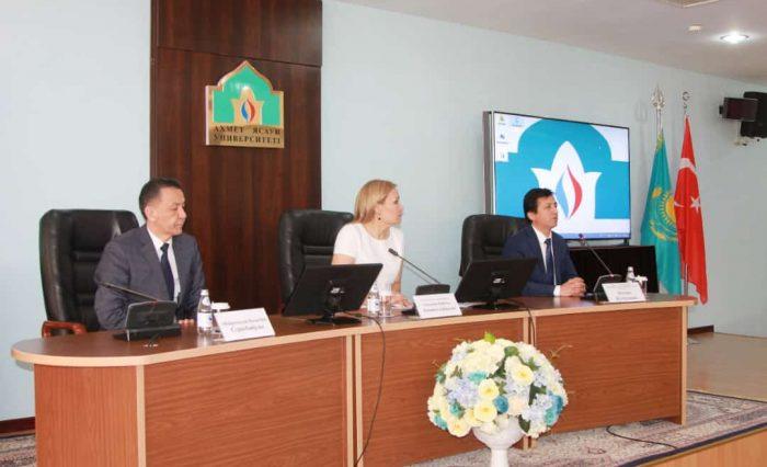 Болатбек Серікбайұлы Әбдірәсілов Ахмет Ясауи университетінің жаңа ректоры